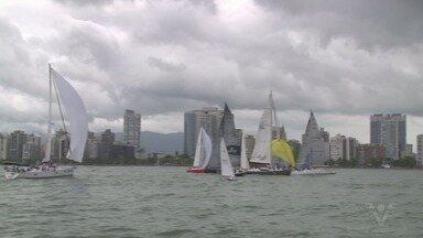 Regata da Marinha movimenta a baía de Santos, SP - Evento é em alusão ao Dia do Marinheiro.