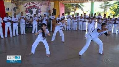 Festival reúne dezenas de capoeiristas em Petrolina - Cerca de 60 capoeiristas participaram do ritual de batizado e troca de cordas.