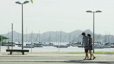 Álvaro fica 'aéreo' com Verena - Verena fica preocupada com o namorado