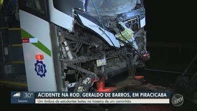 Ônibus com estudantes bate em caminhão e deixa feridos em rodovia de Piracicaba - Coletivo estava indo para São Pedro (SP) quando acidente ocorreu no km 174 da Rodovia Geraldo de Barros; motorista e quatro passageiros tiveram ferimentos leves.