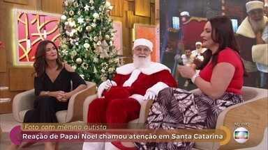 Reação de Papai Noel ao tirar foto com jovem autista chamou a atenção - Ele embarcou no espírito natalino e deitou no chão para conversar com o menino