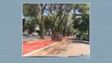 Carros são flagrados dirigindo na contra mão e em cima de ciclovia - O flagrante foi em Maringá.