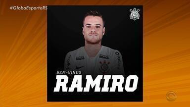 Após saída do Grêmio, Ramiro assina com o Corinthians até 2022 - Assista ao vídeo.