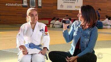 Alice Bastos Neves relembra história de torcedora cega do Inter e fala sobre inclusão - Assista ao vídeo.