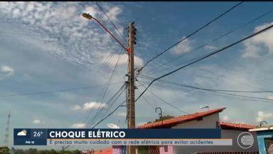 Cepisa diz que muitas pessoas sofrem choque elétrico ao fazer manejo errado na rede - Cepisa diz que muitas pessoas sofrem choque elétrico ao fazer manejo errado na rede