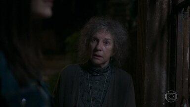 A guardiã diz que Cris pode ficar no passado se quiser - Ela convida a atriz para lhe mostrar algo
