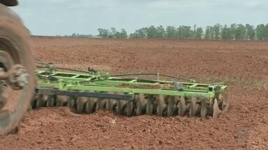 Setor de máquinas agrícolas comemora alta nas vendas - O setor de máquinas agrícolas do Centro-Oeste Paulista comemora o bom momento nas vendas. E o motivo do crescimento desse mercado está nos bons resultados conseguidos pelos produtores no campo.