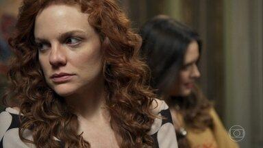 Miss Celine não quer que Elmo mude - Marocas tenta convencer a amiga a aceitar as boas intenções do rapaz