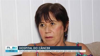 Pacientes com câncer se mobilizam para que obras de hospital em Friburgo sejam concluídas - Assista a seguir.