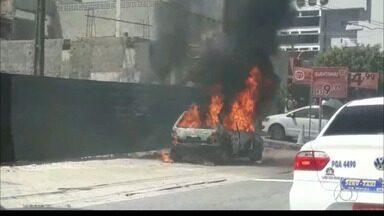 JPB2JP: Carro pega fogo no bairro de Tambaú em João Pessoa - Ninguém se feriu.