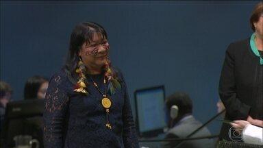 Brasileira recebe prêmio da ONU - Joênia Wapichana, de Roraima, foi reconhecida pelo trabalho em defesa dos direitos das comunidades indígenas. Ela foi a primeira mulher indígena deputada federaç