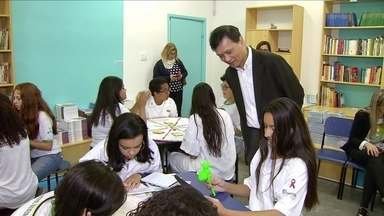 Projeto transforma estudantes em jovens doutores - Escola municipal de Santos, no litoral de São Paulo, ensina noções de medicina