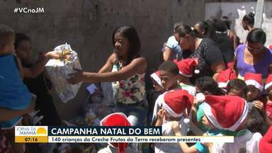 Crianças começam a receber as doações da campanha 'Natal do Bem' - 140 crianças da Creche Frutos da Terra receberam presentes.