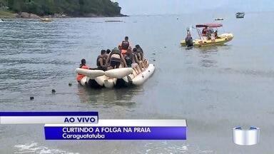 Turistas aproveitam praia no litoral norte de São Paulo - Um dos destinos mais procurados é Caraguatatuba.