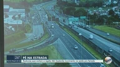 Saída para o feriado aumenta o movimento de veículos em estradas e rodovias da região - São esperados 453 mil veículos na Rodovia Dom Pedro nesta sexta-feira (21).