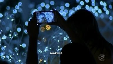 Confira imagens da decoração de Natal no Centro-Oeste Paulista - Cidades da região já estão enfeitadas para as festas de fim de ano. Confira a decoração natalina em Marília e Quatá.
