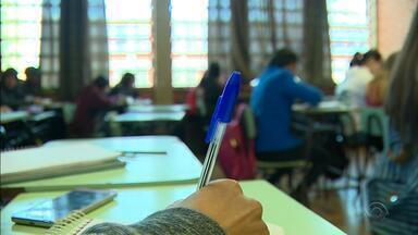 Pesquisa aponta melhora no desempenho de alunos da rede estadual do RS - Foram avaliados estudantes do terceiro e sexto ano do Ensino Fundamental e do primeiro do Ensino Médio.