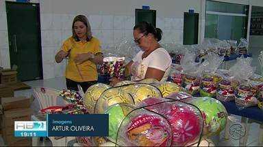 TV Asa Branca realiza doação de alimentos em Caruaru - Doação foi feita durante gravação de clipe de Fim de Ano.