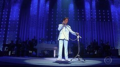 """Roberto Carlos canta """"Se Você Pensa"""" - O rei emociona a plateia com mais um clássico"""