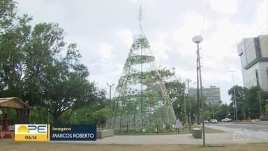 Ainda dá tempo de levar o presente ou donativo para ajudar o Natal Solidário da Globo - Brinquedos usados e em bom estado podem ser deixados na árvore, na Rua da Aurora