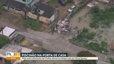 Mais uma tubulação da Cedae se rompe, dessa vez em Nova Iguaçu - Menos de dois meses depois e rompimento de adutora em Campo Grande, moradores de Nova Iguaçu acordam com a casa completamente alagado por vazamento em tubulação.
