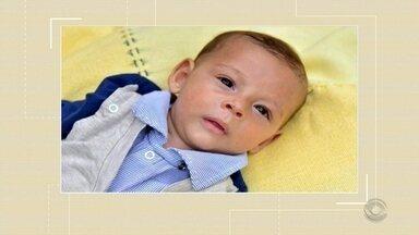 Criança, com cinco meses de idade, precisa de ajuda para tratar atrofia muscular espinhal - A doença é considerada grave. O menino necessita de medicamentos e um aparelho para auxiliar na respiração