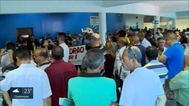 Vereadores de Mauá suspendem recesso para votar pedido de prefeito preso - A suspensão da sessão desta quarta-feira (26) é vista na Câmara como uma estratégia para atrasar a votação do impeachment do prefeito Átila Jacomussi, que está preso.
