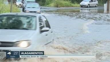 Chuvas pedem cuidados aos motoristas diante de alagamentos - Saiba o que fazer diante de enchentes no trânsito.
