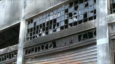 Incêndio em fábrica de roupa em Cianorte - O galpão onde a fábrica funcionava ficou completamente destruído, cerca de 100 peças de roupas foram queimadas.