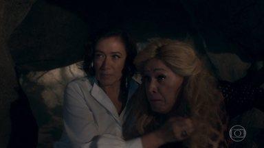 Valentina e Marcos Paulo fogem de León e Judith - Gato espanta a poderosa e protege as águas de Serro Azul