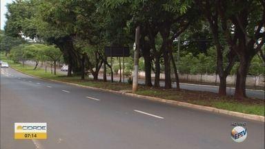 Duas avenidas são liberadas após alagamentos em Ribeirão Preto, SP - Trânsito ficou prejudicado nas Avenidas Antônio e Helena Zerrener e Cavalheiro Paschoal Innecchi.