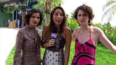 Vanessa Giácomo e Carol Duarte mostram animação na última sexta-feira do ano - Atrizes contam que continuarão gravando 'Verão 90' neste sábado