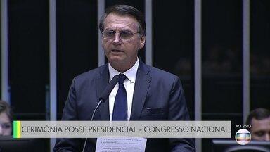 """Discurso de posse do presidente Jair Bolsonaro no Congresso Nacional - O presidente agradeceu a Deus por estar vivo e afirmou que volta à Casa """"com humildade""""."""