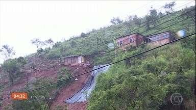Chuva causa estragos e deixa desabrigados na Região Metropolitana de Belo Horizonte - A chuva começou no fim de semana. A prefeitura de Santa Luzia informa que está prestando auxílio às famílias atingidas pela chuva.
