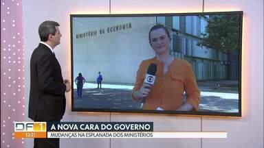 Nova cara do governo - Esplanada dos Ministérios passa por mudanças. As letras das fachadas dos prédios já começaram a ser trocadas.