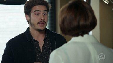 Samuca pede ajuda a Carmen para executar plano contra Mariacarla - Carmen recorre a Wanda e pede que ela não se demita ainda