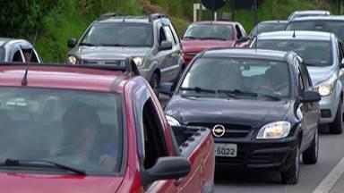 Mesmo após festas de Ano-Novo, Mogi-Bertioga registra congestionamento no sentido litoral - Rodovia tem registrado congestionamentos constantes.