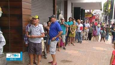 População reclama que valor do novo salário mínimo é insuficiente para suprir necessidades - O novo salário mínimo no valor de R$ 998 já está em vigor.