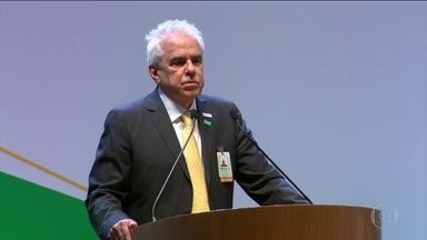 Roberto Castello Branco assume presidência da Petrobras condenando monopólio - 'Os preços de combustíveis devem atender à paridade internacional com um sonoro não aos subsídios', disse o economista, que há foi do conselho de administração.