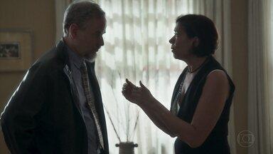 Valentina convence o cunhado a jantar com ela - Ela manipula Eurico, que desiste de buscar Marilda em São Paulo