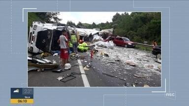 Oito pessoas ficam feridas em acidente com 15 veículos em rodovia entre PR e SC - Oito pessoas ficam feridas em acidente com 15 veículos em rodovia entre PR e SC