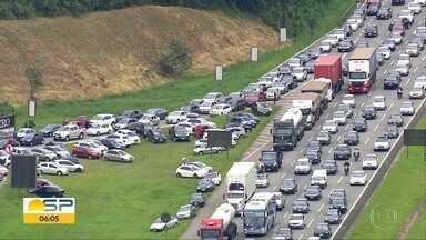 Sistema Anchieta-Imigrantes bate recorde de veículos neste fim de ano. - 1,2 milhão de carros desceram para praia. E mais de 7 mil carros tiveram pane na estrada.