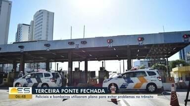 Terceira Ponte é fechada para atendimento de policiais e bombeiros no ES - A Rodosol, empresa que administra a via, disse que o bloqueio foi feito a pedido da Polícia Militar e dos bombeiros que precisavam resgatar uma pessoa que tentava o suicídio.
