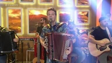 Michel Teló canta 'Saudade da Minha Terra' - Confira!