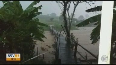 Chuva forte aumenta nível do ribeirão em Nazaré de Minas - Chuva forte aumenta nível do ribeirão em Nazaré de Minas