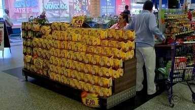 Supermercados fazem promoção para vender produtos de época de fim de ano em Rio Preto - Supermercados de São José do Rio Preto (SP) estão fazendo ofertas de até 70% para vender os produtos da época de fim de ano.