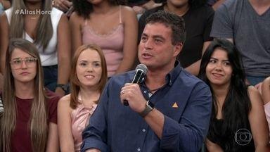 """Dhomini diz que plateia estava no útero quando ele ganhou o """"BBB3"""" - Ele diz que nas primeiras edições os participantes não sabiam o que fazer para ganhar"""