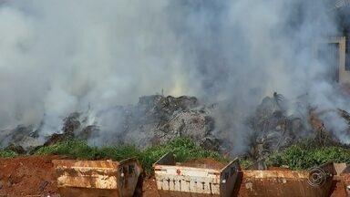Ponto de apoio do bairro Solo Sagrado pega fogo em Rio Preto - O ponto de apoio do Solo Sagrado, bairro da região norte de São José do Rio Preto (SP), pegou fogo na manhã de terça-feira (8).