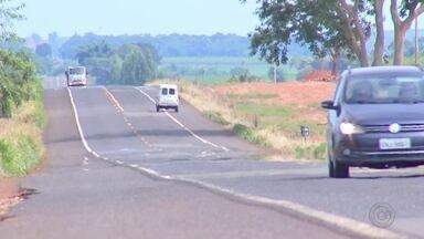 Falta de manutenção em rodovias do noroeste paulista atrapalha motoristas - Buracos e falta de manutenção estão atrapalhando os motoristas que usam a Rodovia Armando Salles de Oliveira, no noroeste paulista.
