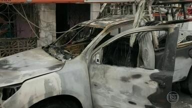 Mais atos de vandalismo são registrados no Ceará nesta terça-feira (8) - Bandidos atearam fogo num carro da distribuidora de energia em Fortaleza. A cidade ainda registrou ataques a dois ônibus e a um carro de autoescola.